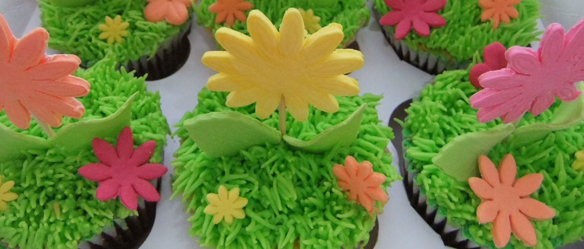 Cupcakes, with grass & flowers
